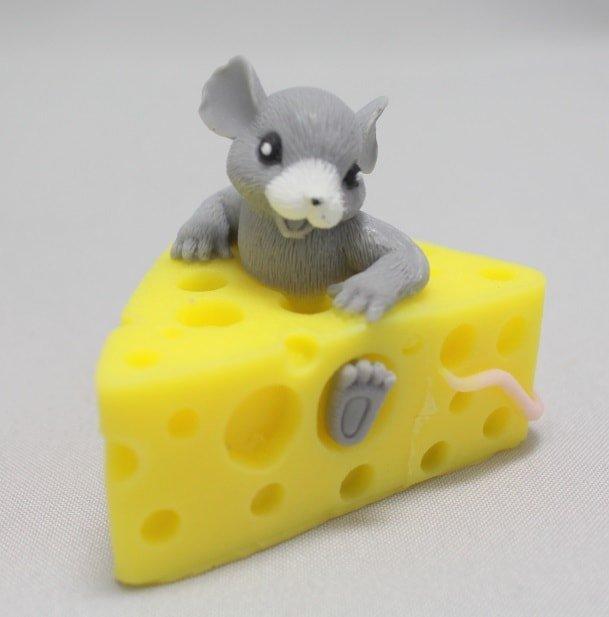 Мышка в сыре-min