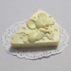 Мышка на сыре-min