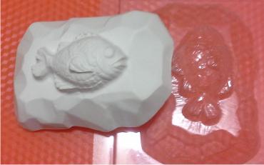 Пластиковая форма Рыбка на камне