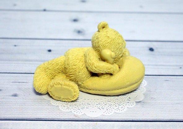 Тедди на подушке
