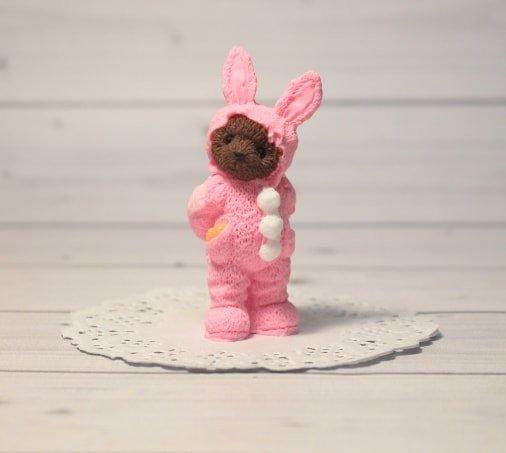Мишка в костюме Зайчика