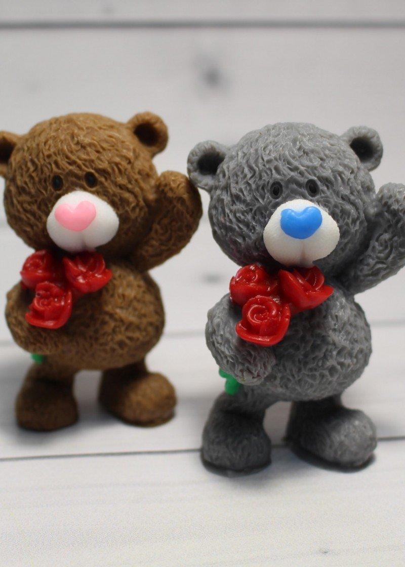 Мишка с букетом роз