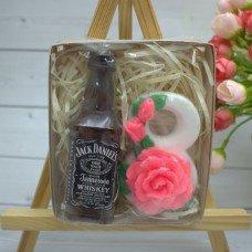 Виски, 8 марта с розами
