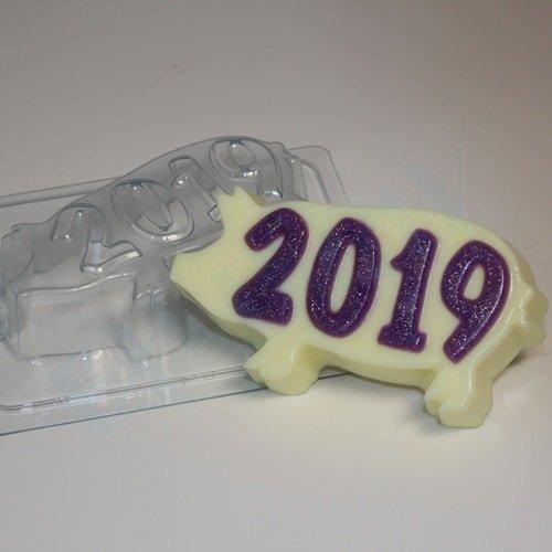2019/На силуэте свиньи