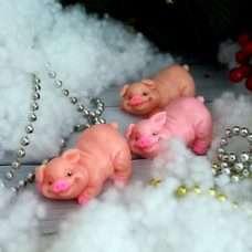 Мыло Свинка лежит на боку