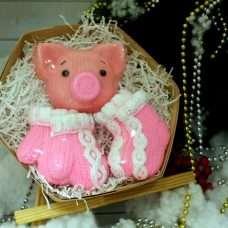 Набор Вязанная свинка, варежки, носки