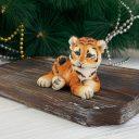 Тигр сидит